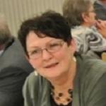 Bodil Jakobsen, sygeplejerske, gift med Peter Jakobsen, der er kollega til Kurt og Hanne