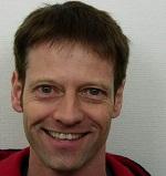 Chris Kjølboe, it-mand, er Hannes hiphop-ven. Han er gift med Sanne Kjølboe. Hanne og Chris har også gået i folkeskole sammen!