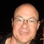 Johan Elkjær, skolelærer, er en af Kurts badmintonvenner. Han er kæreste med Josephine.