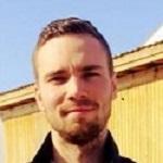 Kenneth Sivebæk, tømrer, er kæreste med Kurts datter Line