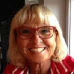 Kirsten Flindt, pensionsrådgiver, er en af Kurts gamle venner. Hun er gift med Keld Flindt, som er toastmaster. Hun er også mor til Phillip som er vores DJ
