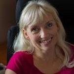 Susanne Zwisler, skoleleder, er Hannes tennispige. Susanne er weekendjyde og kæreste med Gordon