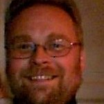 Tommy Jørgensen er uddannet tømrer. Arbejder som støttepædagog og kæreste med Sanne - skal de mon ikke giftes?