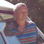 Poul Lou, chauffør, er en af Kurts gamle vener. Poul er gift med Ulla Lou