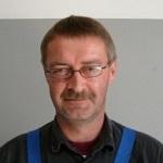 Esben Breinbjerg, brandmand og mekaniker. Kæreste med Rikke Barlow (og i øvrigt ansat hos Dansk Auto Logik)